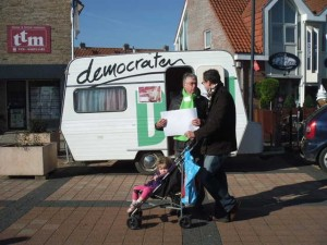 D66 Caravan Overbetuwe in Zetten dorpsplein